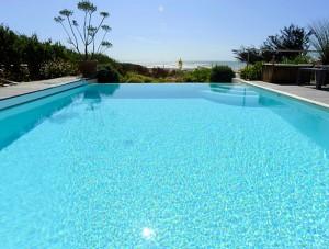 Votre piscine par FIGUIERE HABITAT